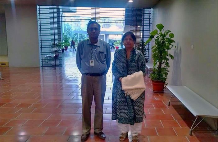 Course instructor Dr. Asif Aslam Farrukhi with Ms. Zaheda Hina on campus. – Photograph by HU Junior Ali Rizvi.